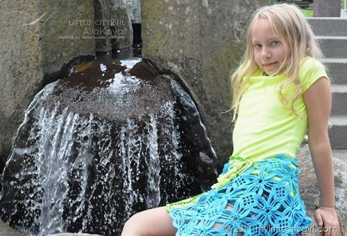 У девочек под юбкой в 12 лет