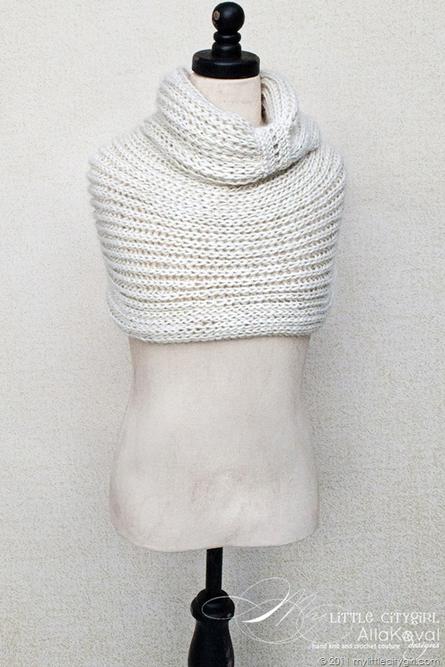 Pattern For Knitting Socks : Meringue Hand Knitted Cowl. Free Pattern for Kids and Adult My Little CityGirl