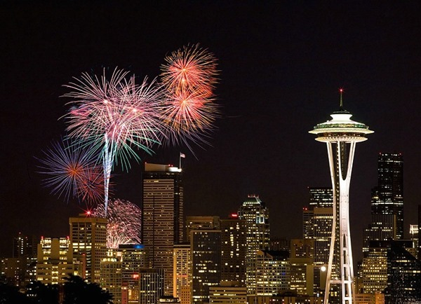 10-Best-Cities-With-The-Most-Beautiful-4th-of-July-Fireworks-08-Seattle-1